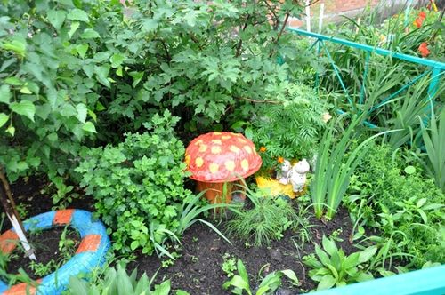Грибы для сада из подручных материалов